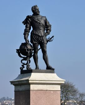 Statue_of_Drake,_Plymouth_Hoe