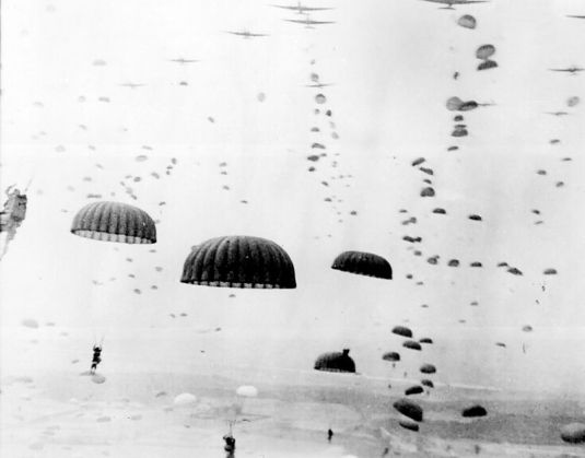 800px-waves_of_paratroops_land_in_holland